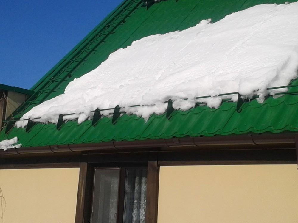 Монтаж снегозадержателя